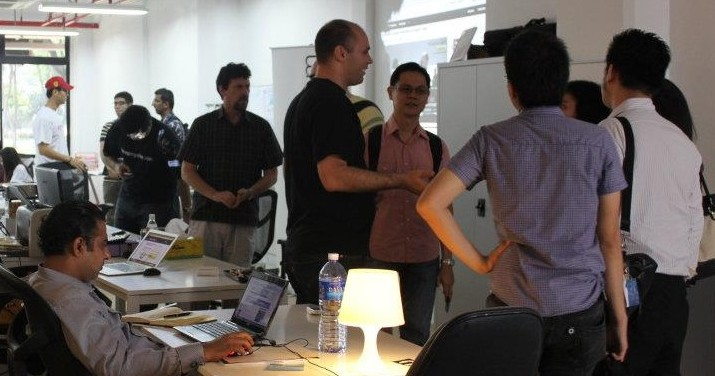 how to build a startup - stay lean by using incubator space